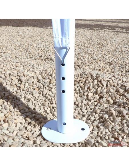 Notre tente de réception octogonale est munie d'une platine à chaque pied pour une accroche au sol et une meilleure stabilité