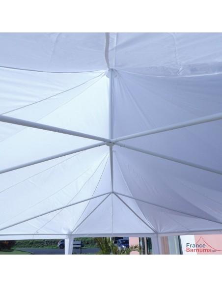 Notre chapiteau de festivité est équipé de deux mâts pour une bonne évauation des eaux de pluie