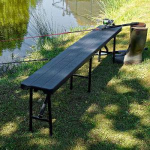 Nos bancs pliants noirs peuvent être utilisés en extérieur comme en intérieur.