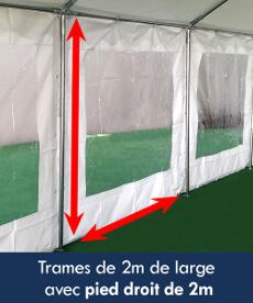 Les trames de cette tente événementielle sont de 2m de large avec pied droit de 2m